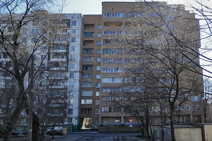 дома 22 и 20 по Суворовской ул. со стороны Палочного пер.